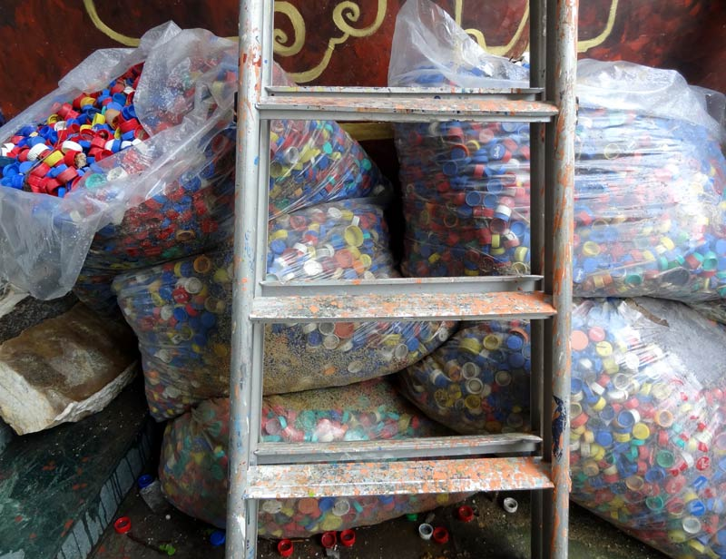 Bottlecaps from the PET bottles collected for recycling will be integrated into sculptures in the VAST sculpture park